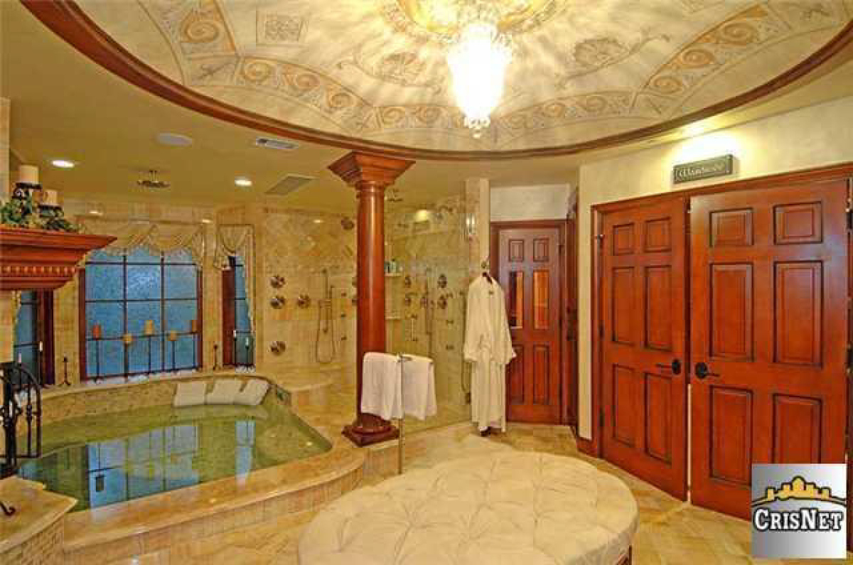 Drake house 1 o hip hop enquirer magazine llc for Drakes bathrooms