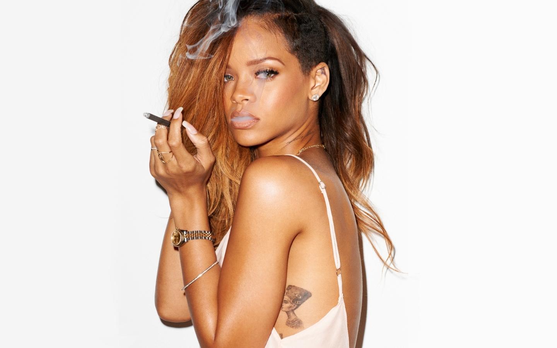 Rihanna-for-Rolling-Stones-rihanna-33526757-1440-900